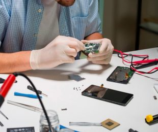 Authorized mobile repairing service centres vs 3rd party mobile repairing shops. which is better?